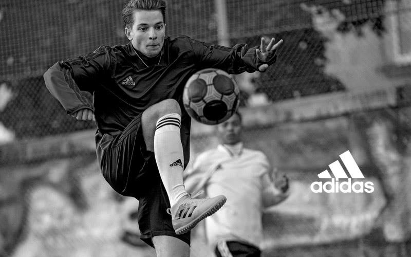 adidas Brandstore Box Fussball